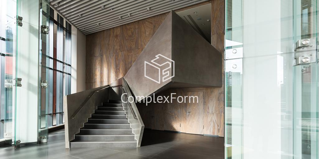 Облицовка стеклом колонн, стен и лифтовых порталов офисного здания в Химках